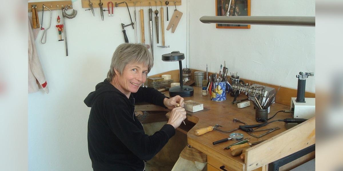 Carola Abeler, Goldschmiede-Workshops und Partnerring-Kurse für Laien